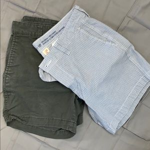 Set of 2 Khakis by Gap girlfriend 5 inch short